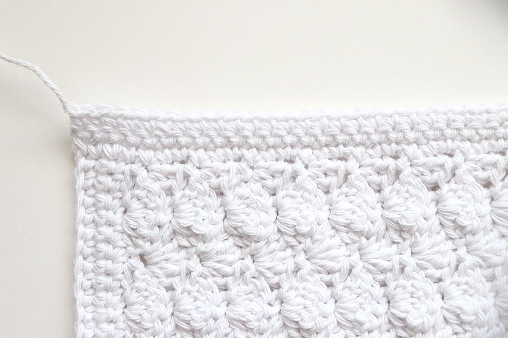 The finished border of the Basic Shell Stitch Washcloth Crochet Pattern for Beginners - tutorial photo
