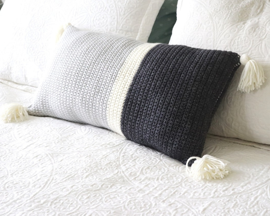 Simple Geometric Crochet Throw Pillow – Free Crochet Pattern