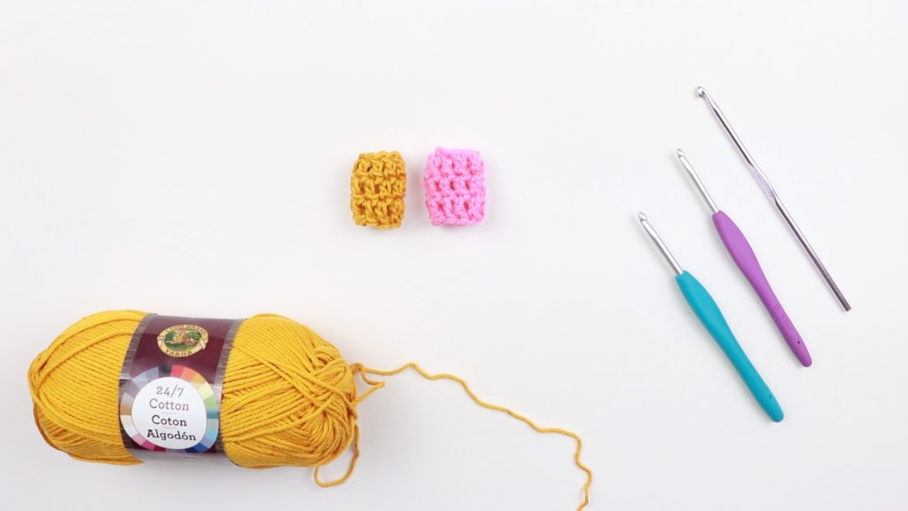 Adjust the crochet tension regulator to your liking by using a 5mm crochet hook to make it more loose and a 4mm crochet hook to make it tighter.