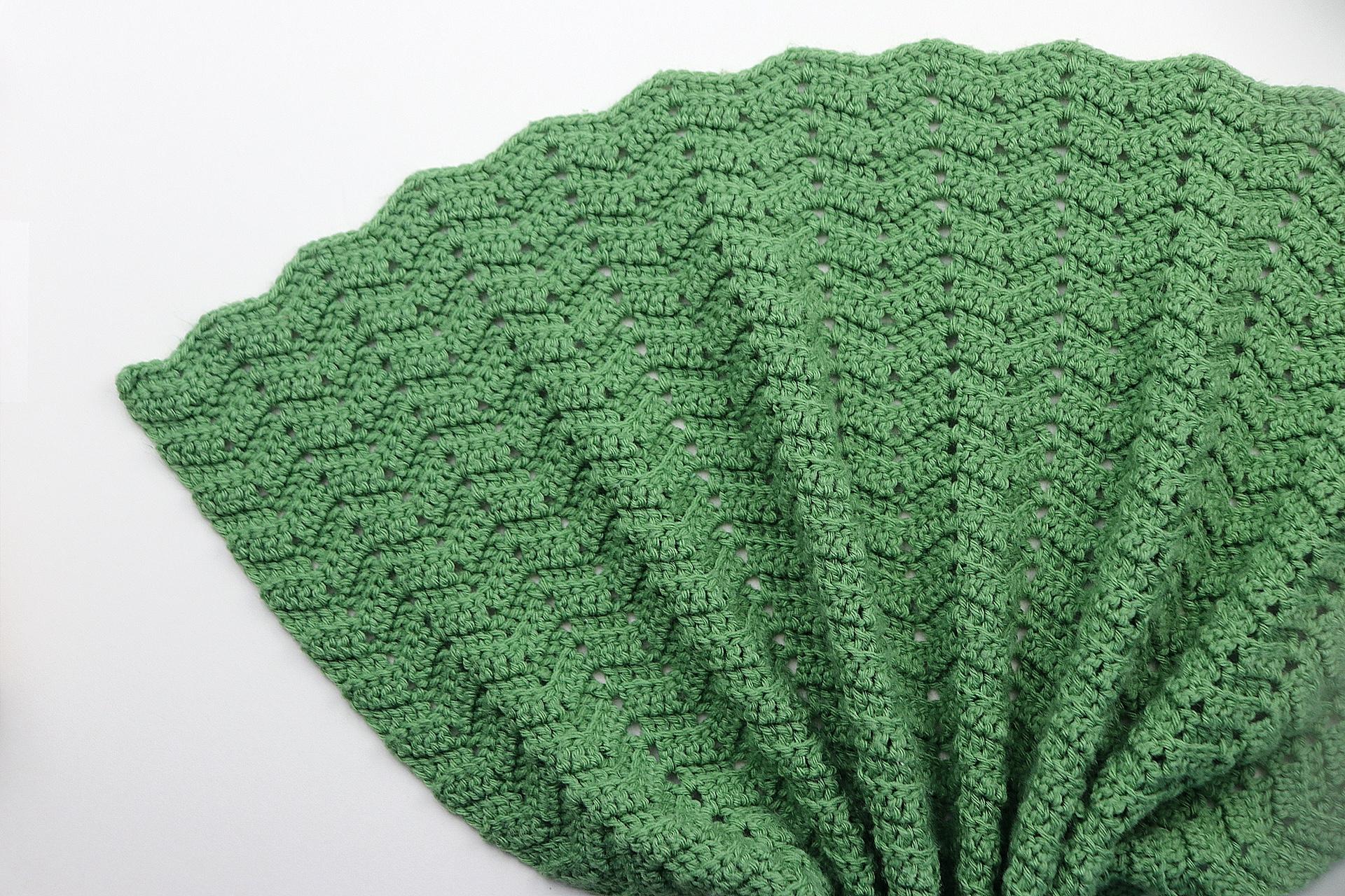 Easy Peephole Chevron Crochet Blanket | Free Crochet Pattern